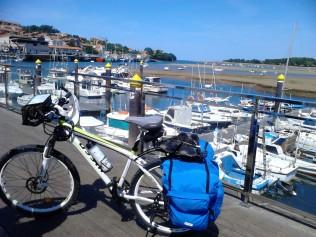 Camino por San Vicente de la Barquera